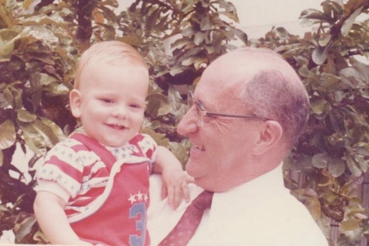 El doctor Héctor Abad Gómez con su hijo (Fotografía: Movimiento Reconciliación Colombia)